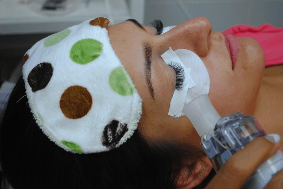 Eyelash stylist drying the lashes