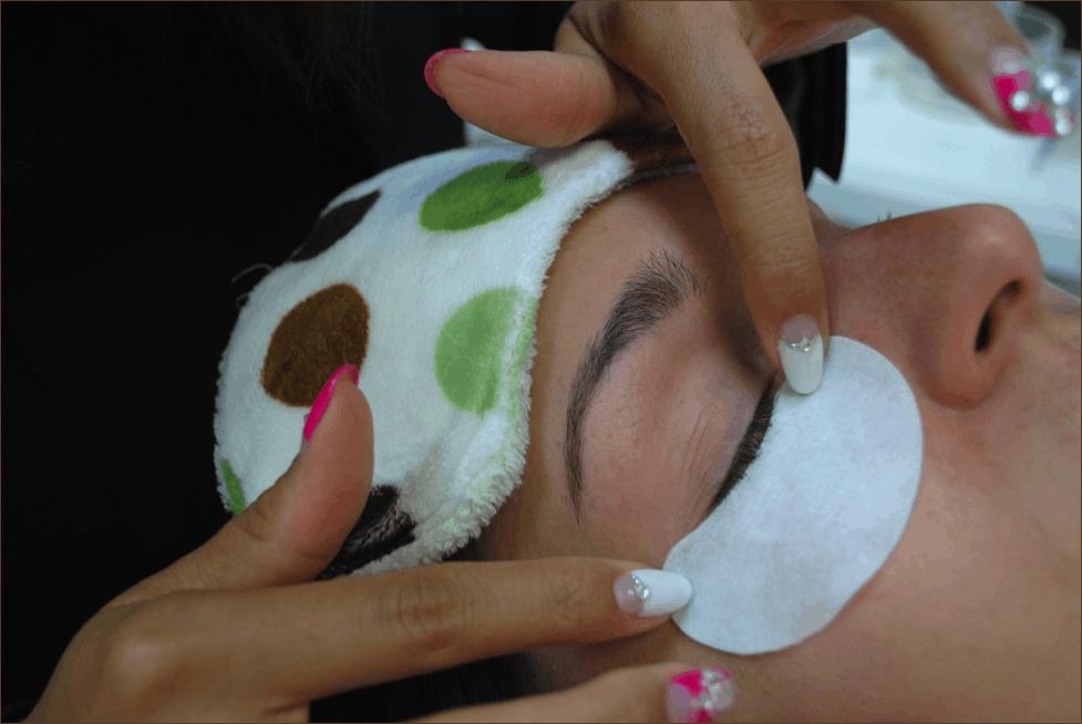 Eyelash stylist applying patches under the eyes