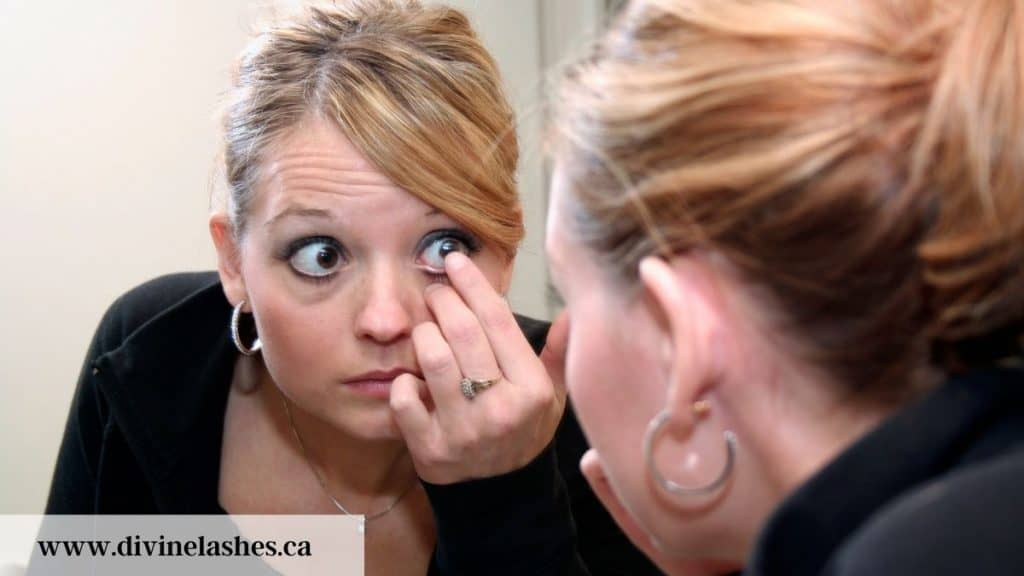 Technique to put in contacts with eyelash extensions